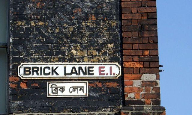 1280px-Brick_Lane_street_signs